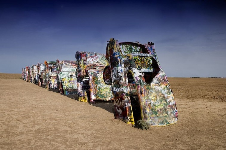 cadillac-ranch-754878_960_720